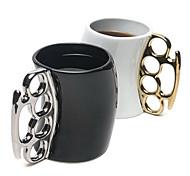 Недорогие -новый стиль творческой керамическая кулак чашка кружка цвета послан случайно
