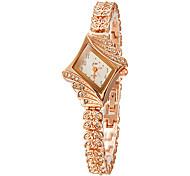 Недорогие -Женские Модные часы Часы-браслет Кварцевый Имитация Алмазный сплав Группа Блестящие Элегантные часы Золотистый