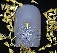 Недорогие -100шт треугольник золотой металл заклепки ногтей украшения