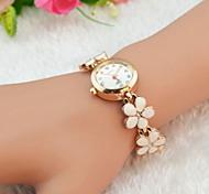 Недорогие -Жен. Модные часы Часы-браслет Кварцевый Имитация Алмазный сплав Группа Цветы Elegant Черный Белый Красный Коричневый Розовый