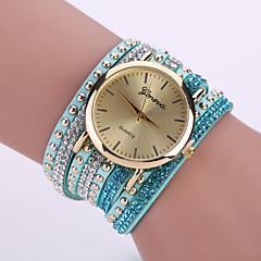 preiswerte Tolle Angebote auf Uhren-Damen Quartz Armband-Uhr Armbanduhren für den Alltag Leder Band Blume Modisch Schwarz Weiß Blau