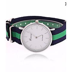 Χαμηλού Κόστους Γυναικεία ρολόγια-Γυναικεία Μοδάτο Ρολόι Χαλαζίας Hot Πώληση Ύφασμα Μπάντα Ριγέ Πολύχρωμο