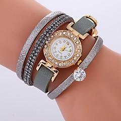お買い得  レディース腕時計-女性用 ブレスレットウォッチ クォーツ カジュアルウォッチ クール 模造ダイヤモンド PU バンド ハンズ ボヘミアンスタイル ファッション ブラック / 白 / レッド - フクシャ レッド グリーン 1年間 電池寿命