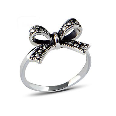 Kadın's Çok güzel Yapay Elmas / Çinko Alaşım Bowknot Shape Yüzük / Bildiri Yüzüğü - Bowknot Shape Kişiselleştirilmiş / Eşsiz Tasarım /