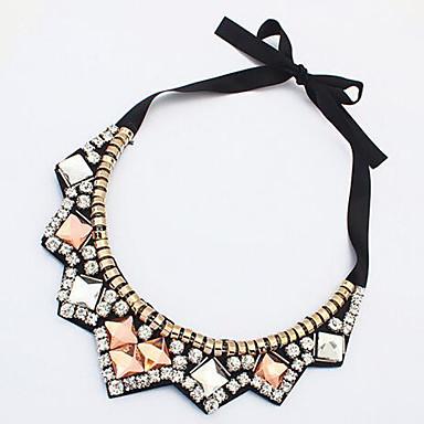 Kadın's Geometric Shape şekil Akrilik elmas Gerdanlıklar Sentetik Pırlanta Arkilik alaşım Gerdanlıklar Parti Günlük