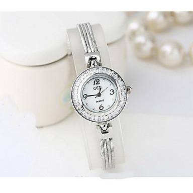 Bayanların Moda Saat Sahte Elmas Saat Japon Kuvartz Su Resisdansı imitasyon Pırlanta Alaşım Bant İhtişam Havalı Günlük Gümüş