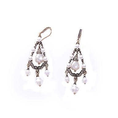 Halka Küpeler Kristal Kişiselleştirilmiş Euramerican Geometric Shape Beyaz Mücevher Için 1 çift