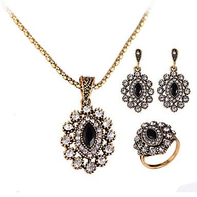 Pentru femei Diamant sintetic Set bijuterii - Cristal Lux, Clasic, Vintage Include Cercei Picătură / Coliere cu Pandativ / Inel Auriu Pentru Crăciun / Petrecere / Serată