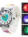 깜박이 주도 빛 (흰색)과 자녀의 하트 모양의 실리콘 아날로그 석영 손목 시계